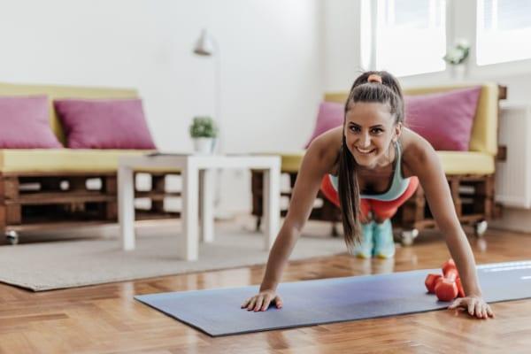 自宅トレーニングに最適!人気の筋トレグッズ・器具を紹介