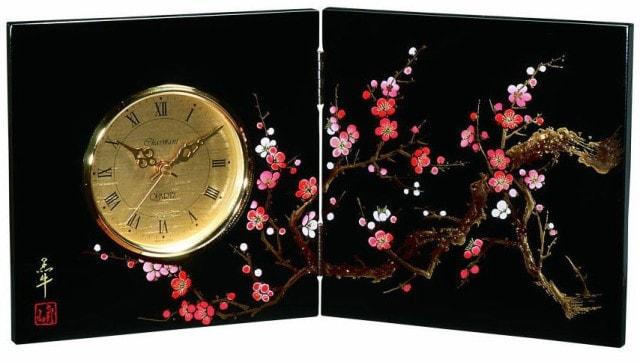 漆器の屏風時計