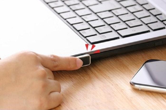 面倒なPW入力不要!指紋認証USBでロック解除時短したら仕事の効率UPした