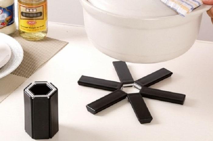 使いたい時にパッと開く!北欧風「折りたたみ式鍋敷き」が鍋シーズンに便利!