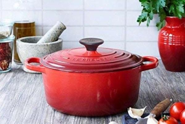 おしゃれなだけじゃない!ル・クルーゼの鍋の特徴と選ばれる理由とは?