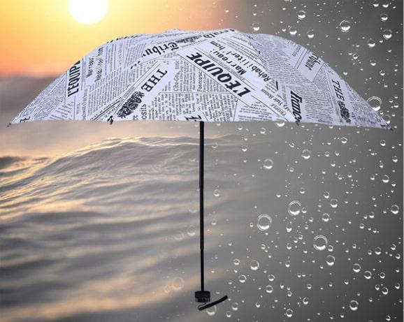 折りたたみ傘 英字新聞柄