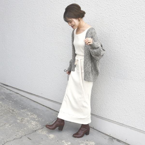 ショート丈カーディガン×タイトスカート