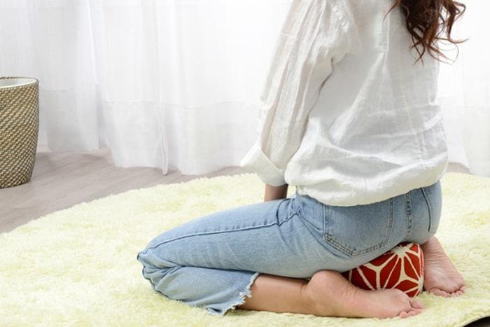 座りっぱなしがつらい方に朗報!正座クッションで膝や腰の痛みにサヨナラしよう